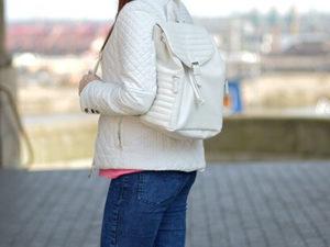 biały plecaczek